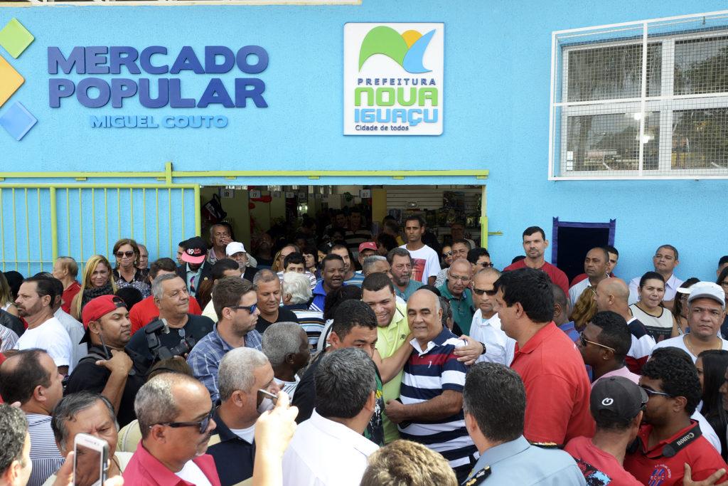 Bornier chega a Miguel Couto para inaugurar o Mercado Popular 2