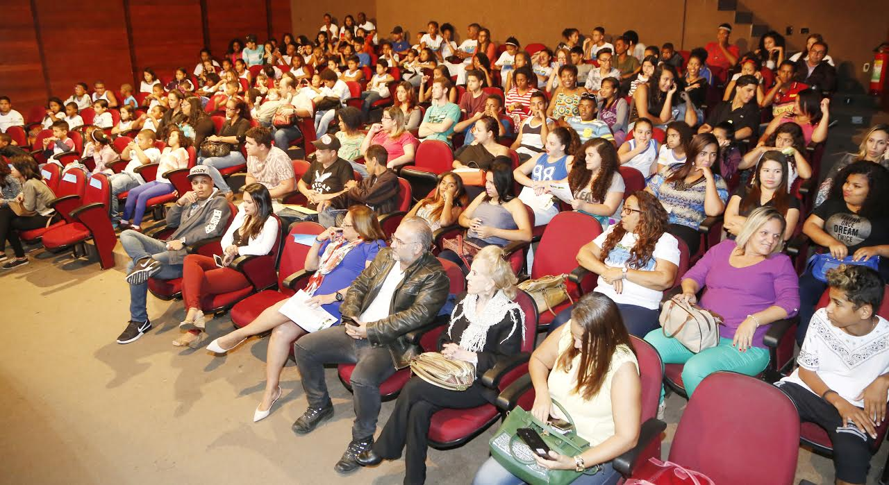 2- o teatro Sylvio MOnteiro ficou lotado
