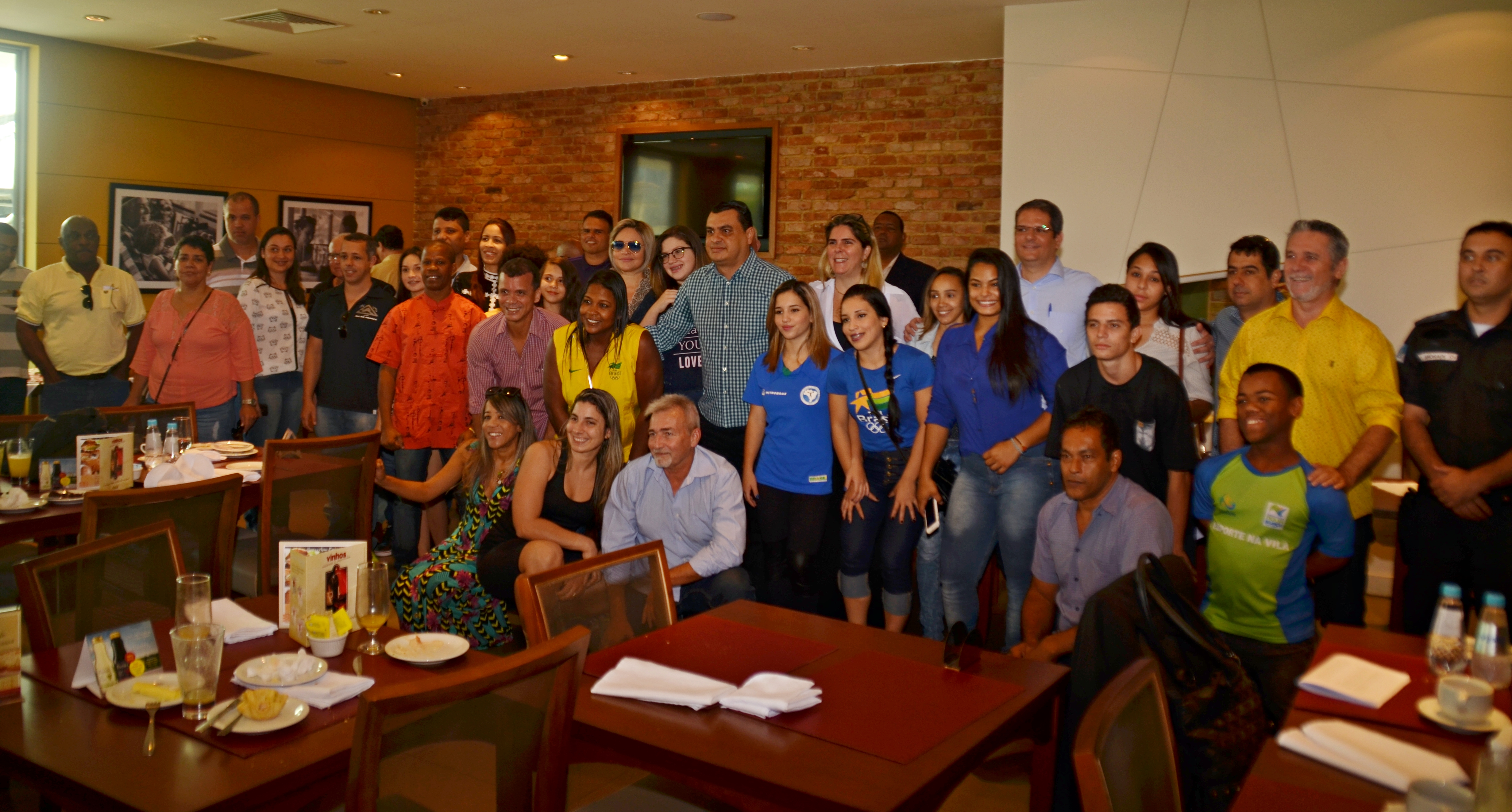 Atleas e membros do governo participaram do café da manhã no La Mole para conhecer o esquema montado para a passagem da tocha por Noav Iguaçu