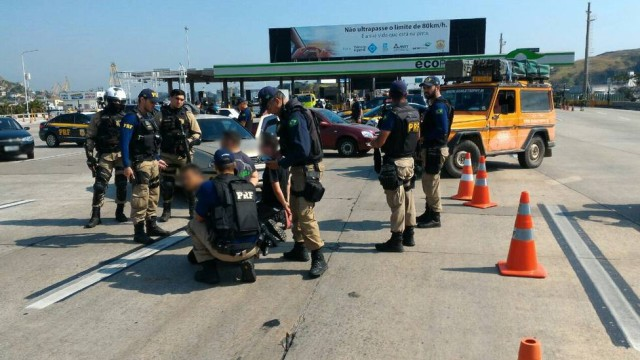 cinco-suspeitos-de-integrar-milicia-sao-presos-na-ponte-rio-niteroi09_08_