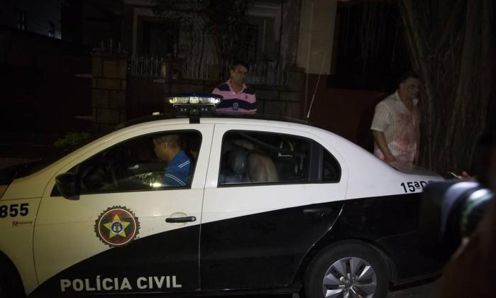 63699589_RI-Rio-de-Janeiro-RJ-08-01-2017-POLICIAPolicial-teve-surto-psicotico-em-casa-e-atirou-co