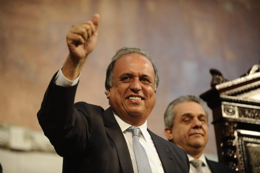 O governador Luiz Fernando Pezão (PMDB)  toma posse na Assembleia Legislativa do Rio de Janeiro (Tomaz Silva/Agência Brasil)