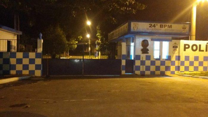 FRENTE-DO-24°-SEM-O-BLOQUEIO-DAS-ESPOSAS-DOS-POLICIAIS-23H30MIN-DO-DIA-15-02-2017-e1487212026960