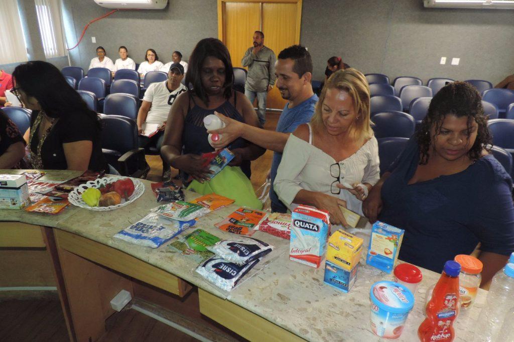 Profissionais aprendem durante simulação sobre escolha dos alimentos