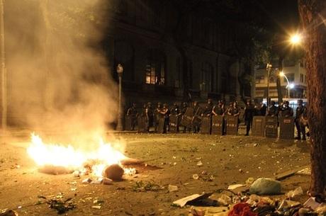 Manifestação contra o presidente Michel Temer no centro do Rio de Janeiro, nesta quinta (18).