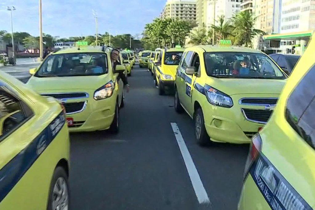 foto da manifestação de taxistas no rio