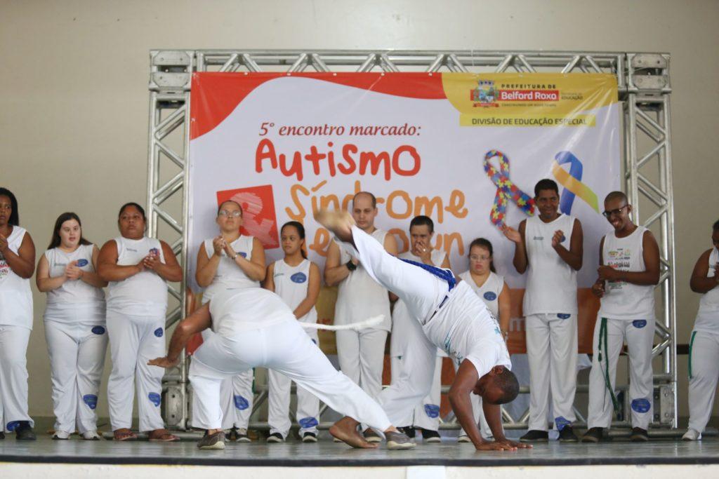 300- Alunos da Apae fazem apresentação de capoeira