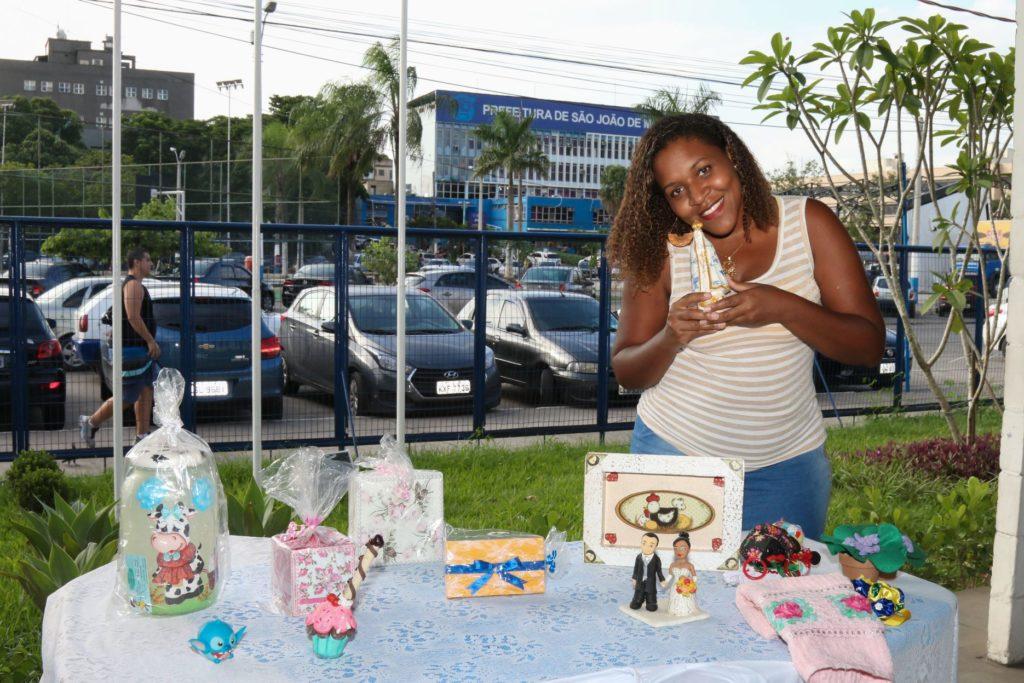 A artesã Glaucemara Mariano espera conseguir descontos na compra de material de trabalho e aumentar participação em feiras após cadastramento