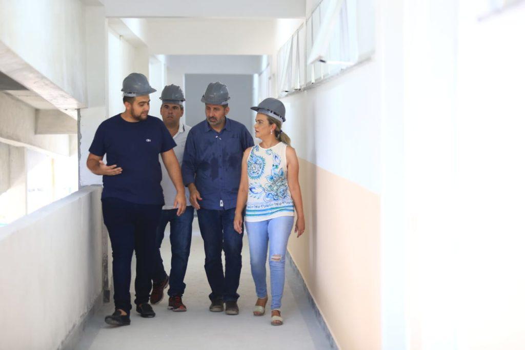 Roxo - A deputada esteve acompanha dos secretários Mehri Daychoum e André Rocha e o vereador Matheus durante a visita à unidade escolar
