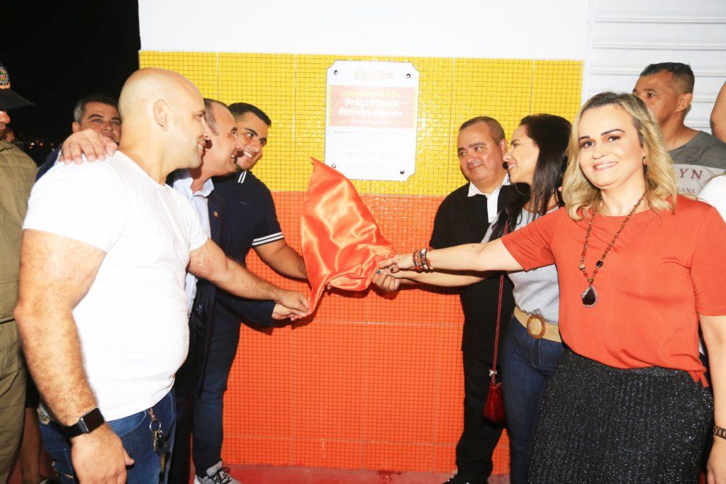 Belford - CAMPO DO CARECÃO - PREFEITO, RODRIGO GOMES, REGINALDO GOMES E DANIELA UAUGURAM QUADRA