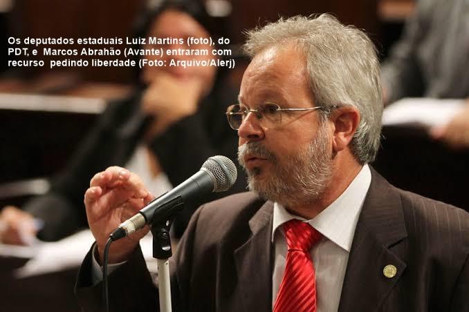 27 Luiz Martins