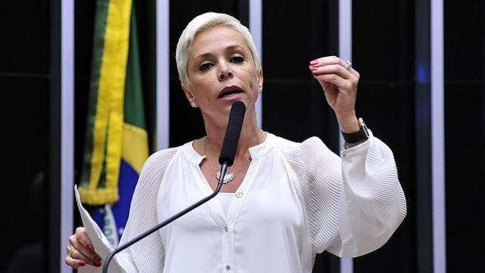 21 Cristiane Brasil