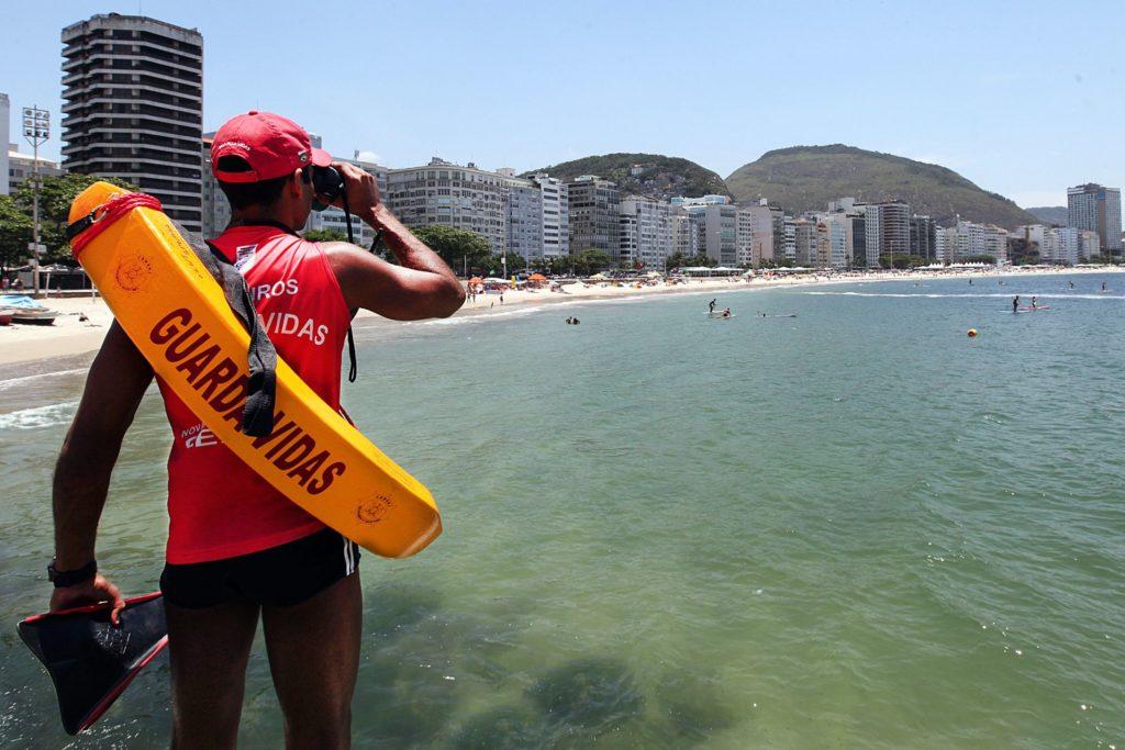 Bombeiros iniciam Operação Verão nas praias. População conta com um reforço de 50% no efetivo de guarda-vidas