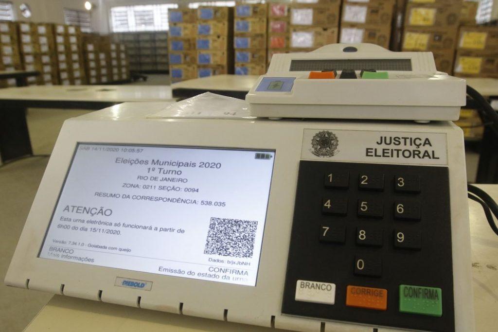 Rio de Janeiro - Distribuição das urnas eletrônicas do TRE para os locais de votação nas eleições municipais de 2020, no pólo eleitoral Jardim Botânico. (Fernando Frazão/Agência Brasil)
