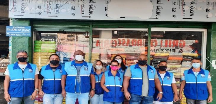 Agentes da Subsecretaria de Limpeza Urbana distribuíram a circular/Divulgçaão/PMDC