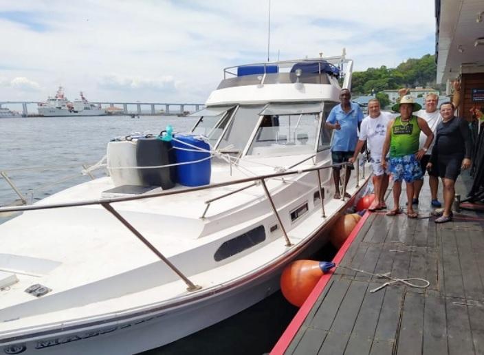 Os cinco amigos chegaram a pedir socorro à Marinha/Reprodução