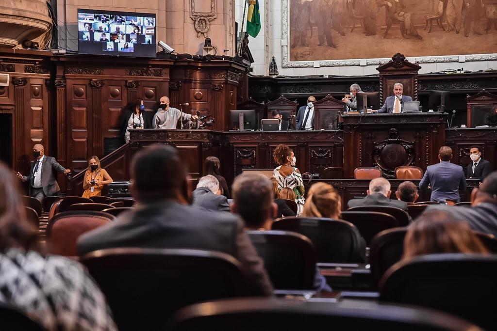 Parlamentares durante votação e aprovação da PL/Julia Passos/Divulgação/Alerj