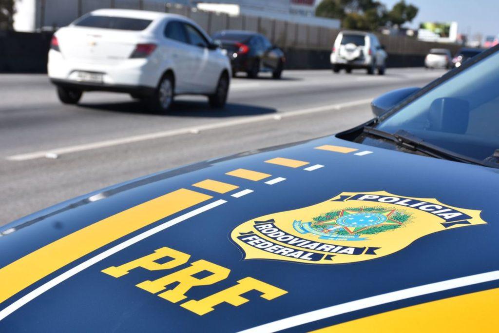 Agentes estão atentos para coibir abusos de motoristas nas estradas federais/Reprodução