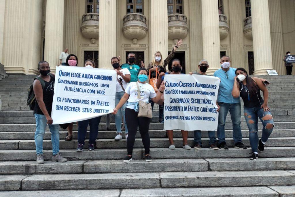 Ex-terceirizados da Faetec fizeram manifestação na porta da Alerj/Maicon Sales/Divulgação