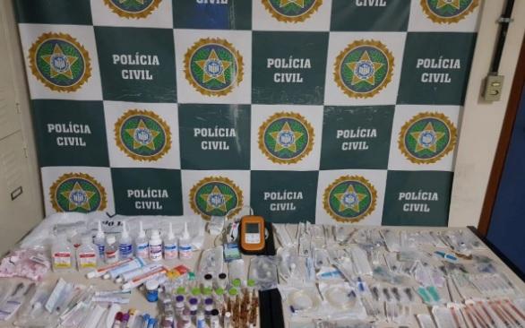 Apreensão do material roubado: remédios, itens hospitalares e um aparelho oxímetro profissional/Divulgação/Polícia Civil