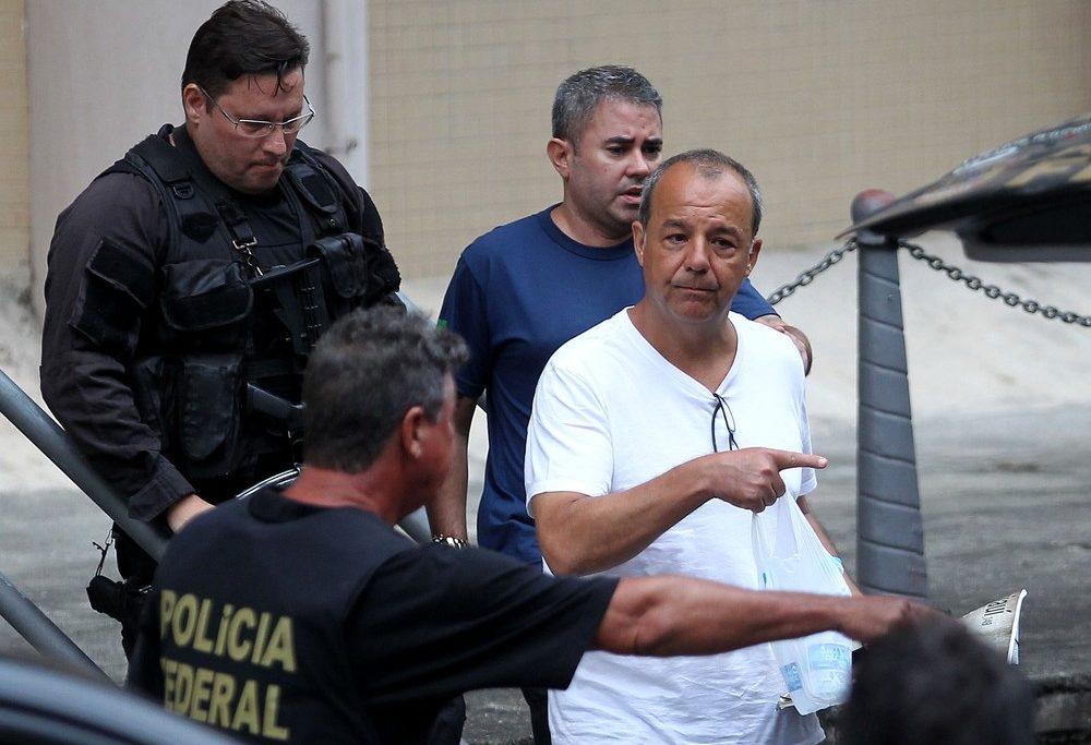 O ex-governador Sérgio Cabral é conduzido pela PF no dia em que prestou novo depoimento e admitiu esquema de pagamento de propina/Wilton Junior/Estadão Conteúdo