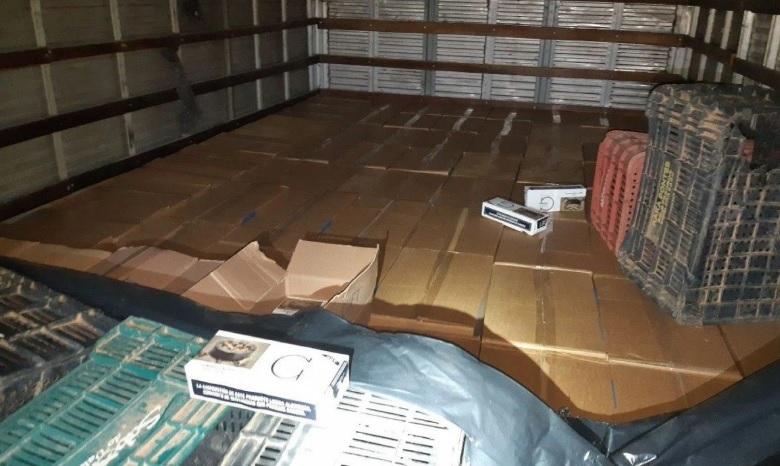 Ao todo, foram apreendidos 321 caixas de cigarros paraguaios/Divulgação/PRF