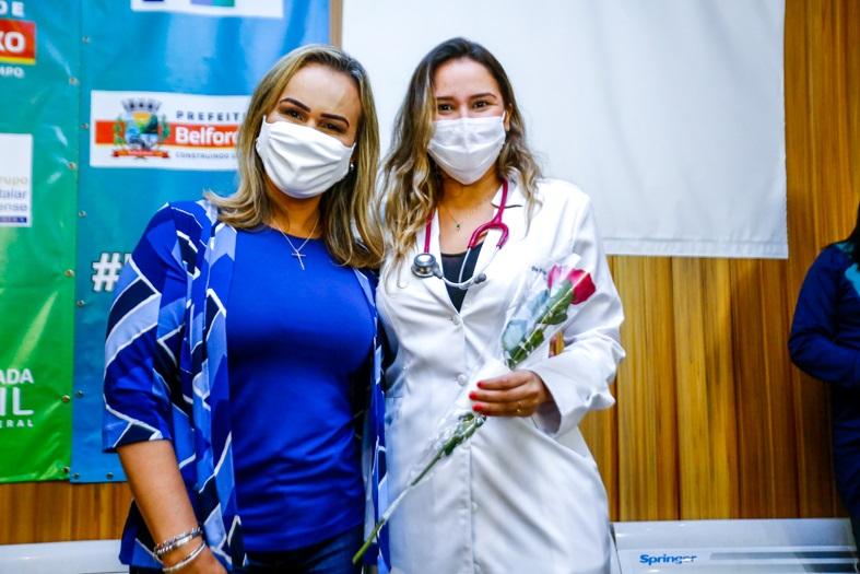 A deputada Daniela do Waguinho homenageou mulheres que trabalham na linha de frente no combate à Covid-19/Rafael Barreto/PMBR