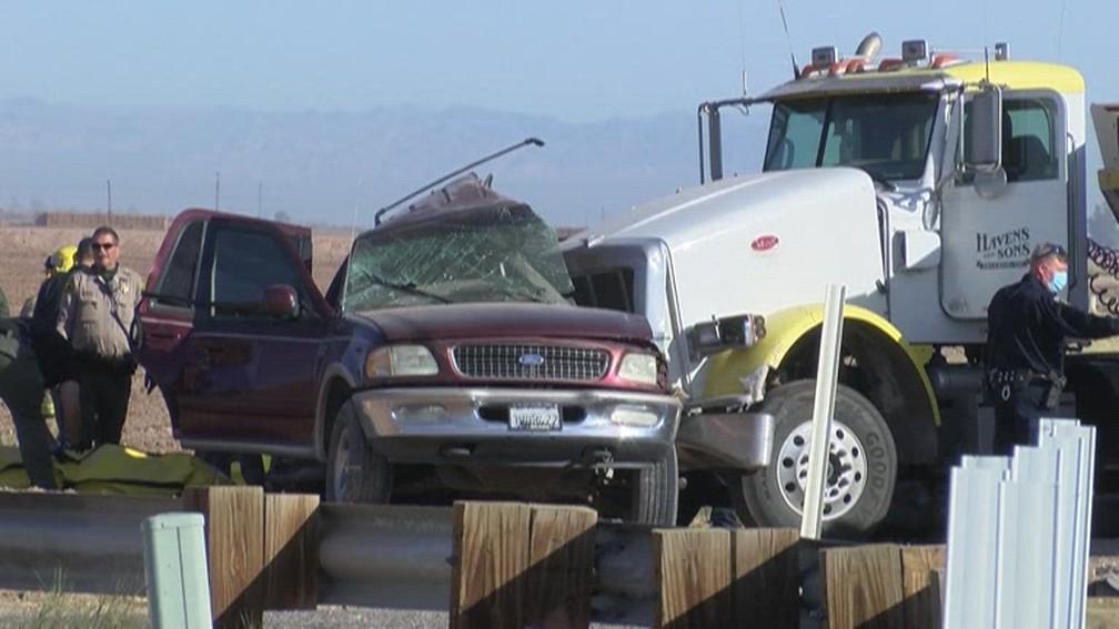 Um dos veículos estaria transportando imigrantes ilegais/Reprodução/NBC