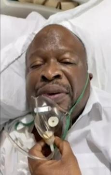 Imagem de vídeo do site da campanha presidencial de Guy Brice o político no leito de hospital emBrazzaville, usando máscara de oxigênio/Divulgação/Campaign website via AP