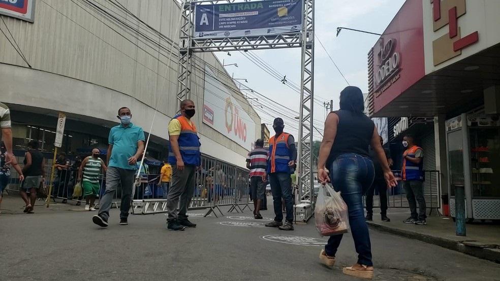 Agentes atuam no Centro de Nova Iguaçu/Reprodução