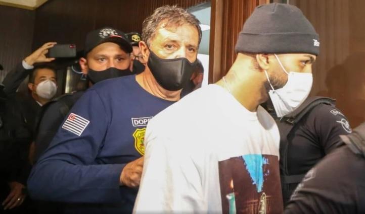 Gabigol no momento em que é conduzido à 1ª Delegacia da Divisão de Investigações sobre Infrações contra a Saúde Pública DIISP/Deputado Alexandre Frota/Divulgação