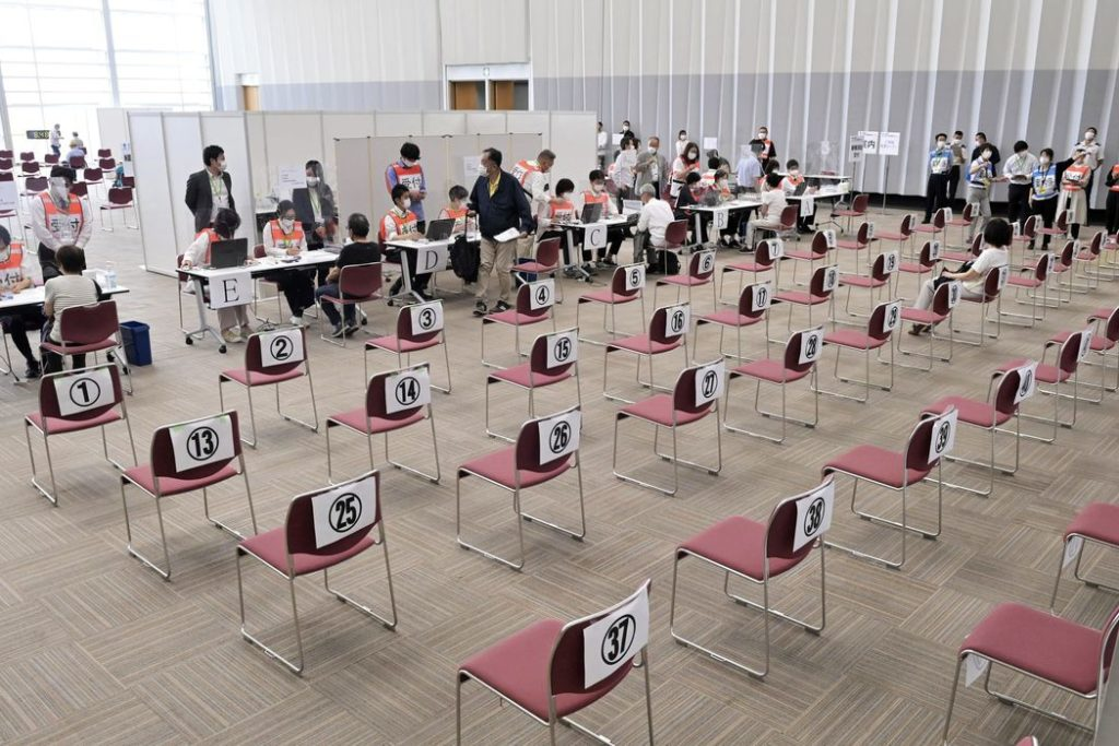 Objetivo é vacinar 36 milhões de idosos até o fim de julho/Kyodo/ REUTERS/Direitos