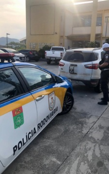 Veículo furtado apreendido na Via Lagos foi levado para o Pátio Legal/Divulgação