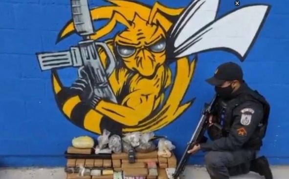 A droga foi apreendida por policiais militares do 41º BPM (Irajá)/Reprodução