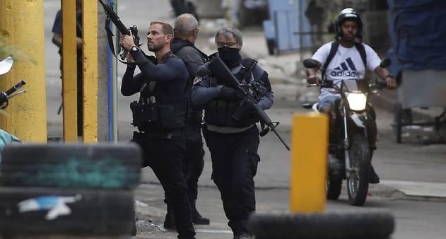 Policiais civis durante a operação no Jacarezinho/Reprodução