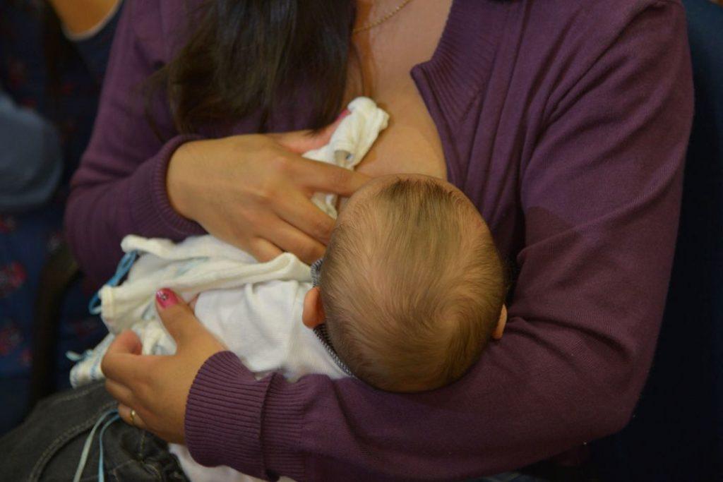 Ministro Arthur Chioro lança a nova campanha de aleitamento materno.Participa da solenidade a madrinha da Semana Mundial de Amamentação (SMAM) de 2014, a atriz Nívea Stelmann, com sua filha (Wilson Dias/Agência Brasil)