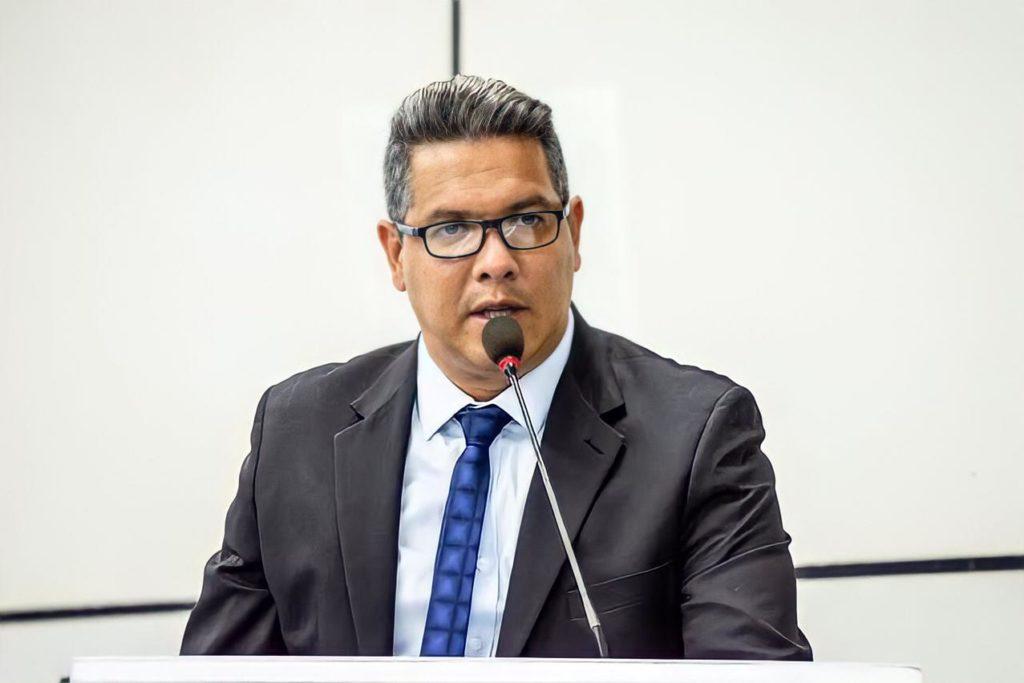Sancler Nininho é alvo de investigação por suspeita de improbidade administrativa/Reprodução
