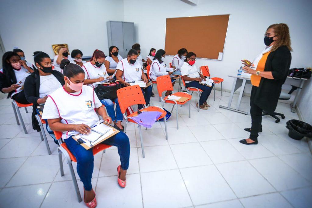 O curso de cuidador de idosos conta com 38 pessoas matriculadas e uma fila de espera/Divulgação/PMBR