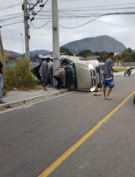 Batida entre carros deixa um morto e três feridos em Itaipuaçu/Reprodução / Redes Sociais