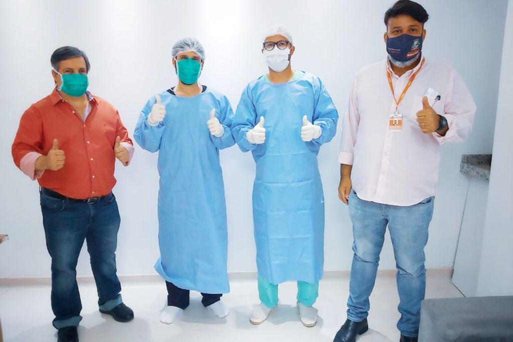 Carlos Morelli, Blanco Pinheiro Blanco, Daniel Puertas e Christian Vieira comemora o sucesso das cirurgias/Divulgação