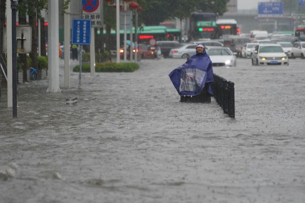 Cidade ficou sem transporte, e 100 mil pessoas foram retiradas de casa/Reuters/Direitos Reservados