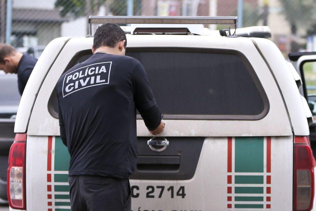 """Polícia Civil do DF cumpre 28 mandados de prisão e 35 de busca e apreensão como parte da operação """"Delivery"""", contra o tráfico de drogas durante o carnaval no Distrito Federal. (Marcelo Camargo/Agência Brasil)"""