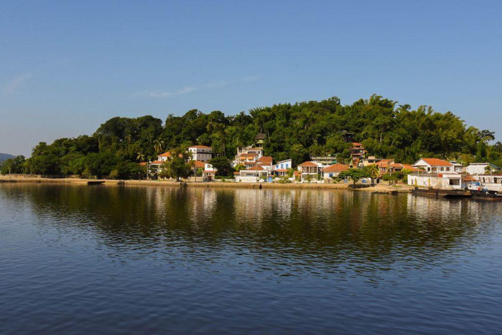 A Ilha de Paquetá é um bairro da capital fluminense que só é possível acessar por meio de barca /Rafael Catarcione/RioTur