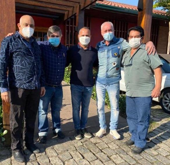 Prefeito Waguinho e os médicos Dr. Ediandro (Cárlon Quadros da Silva); Dr. Morelli; Dr. Fábio; e Dr. Antônio durante o encontro/Reprodução/Redes sociais