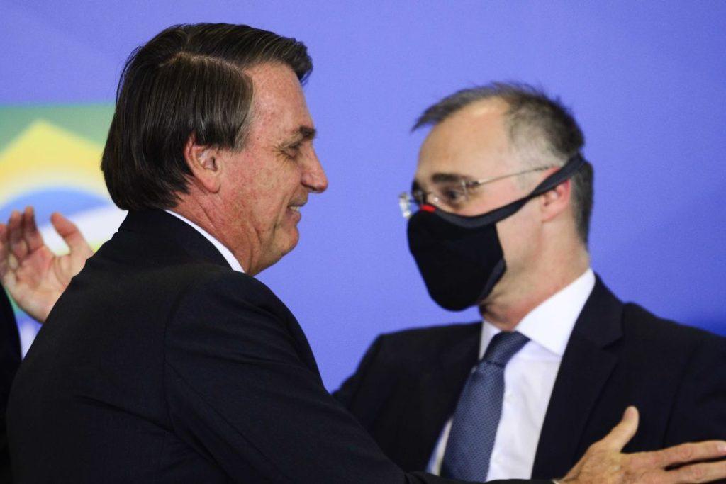 O presidente Jair Bolsonaro e o ministro da Justiça, André Mendonça durante solenidade de Ação de Graças, no Palácio do Planalto.