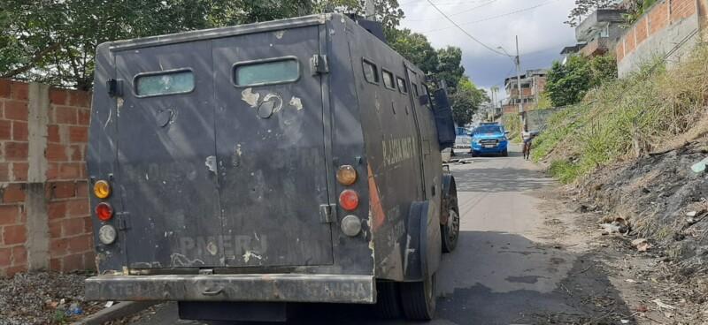 Caveirão ocupou comunidade em apoio a viaturas da PM/Divulgação