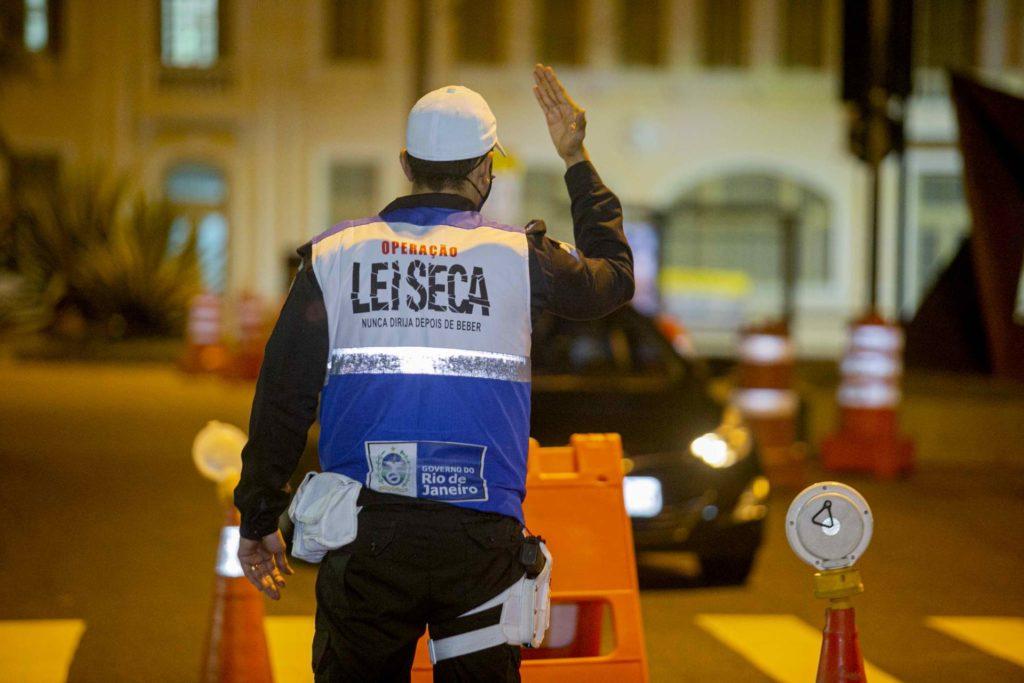 Agentes realizaram duas mil abordagens a motoristas em todo o estado, com 23% de casos de ingestão de álcool/Divulgação/Governo do RJ
