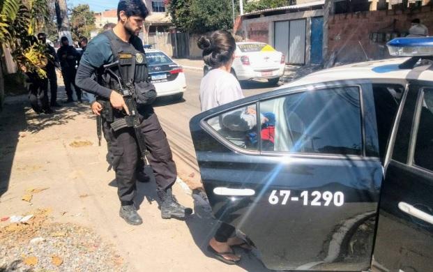 Mulher é acusada jogar filho recém-nascido em terreno baldio Kiko Charret / Jornal O São Gonçalo)