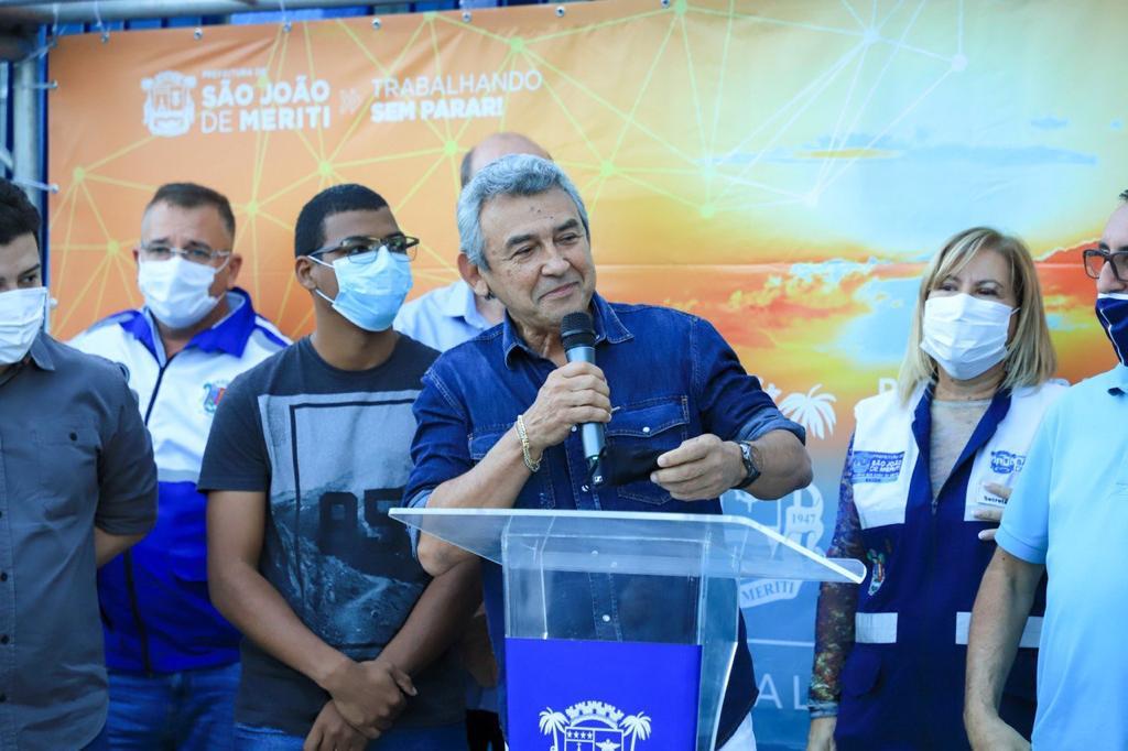 """Dr. João em discurso na reinauguração da unidade: """"Seguimos com muita determinação para tornar a Saúde em São João de Meriti uma referência""""/Divulgação/PMSJM"""