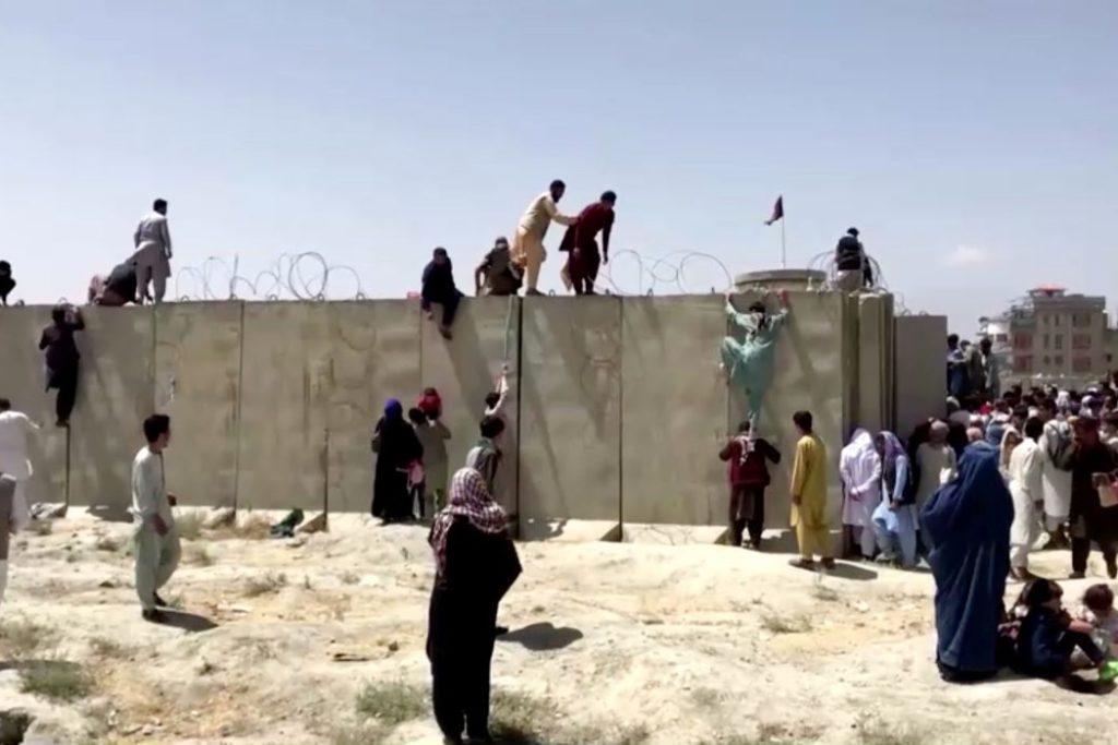Potências estrangeiras tentam acelerar as retiradas/Reuters TV/direitos reservados